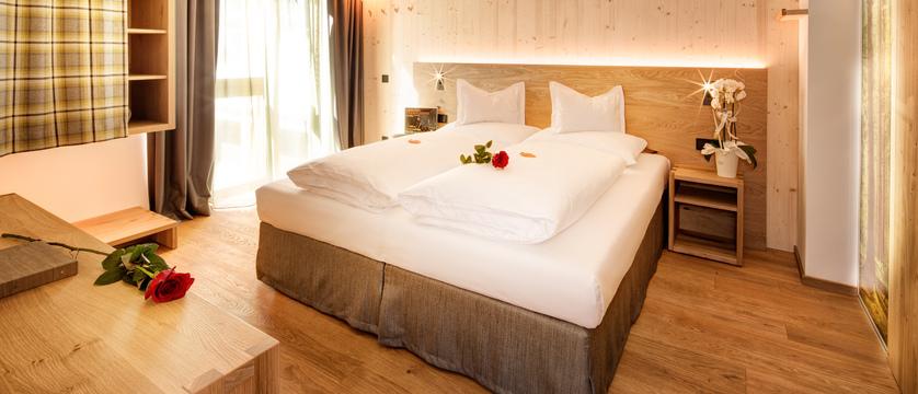 italy_dolomites_selva_mountain-design-hotel-eden_bedroom2.jpg